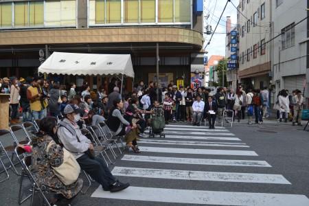 にぎわうイベント広場